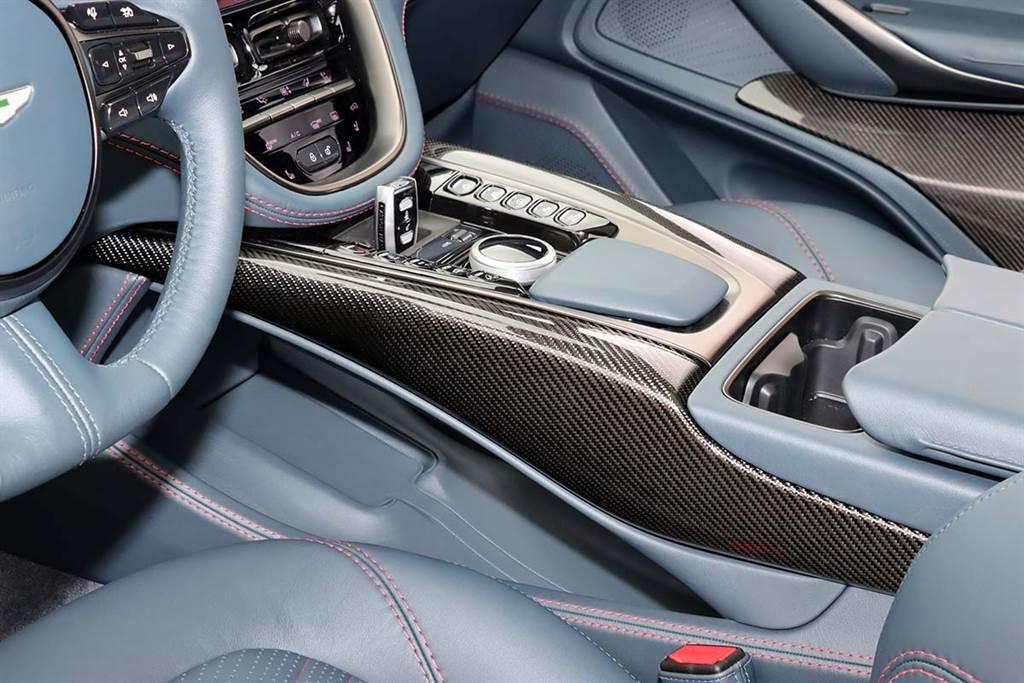 基本售價 988 萬起,Aston Martin 首款美型 LSUV:DBX 正式發表!
