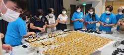 關懷300個寒士 「不餓傳說」召集青銀志工送月餅