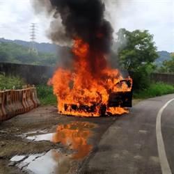 台72線交流道火燒車 休旅車遭吞噬