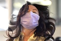 孟晚舟出庭戴粉紫色口罩 「Made In Taiwan」超搶眼
