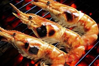 中秋吃烤蝦如何不沾手?輕鬆去殼關鍵竟在「第3節」