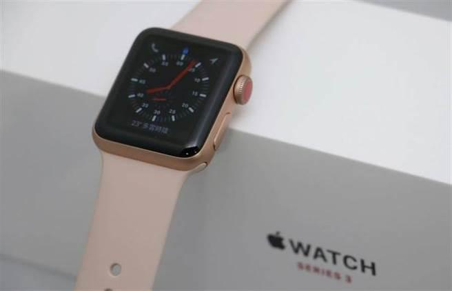 不少Apple Watch Series 3用戶升級watchOS 7爆發災情,蘋果先前雖已釋出watchOS 7.0.1系統,但並沒有緩解此情況。(黃慧雯攝)