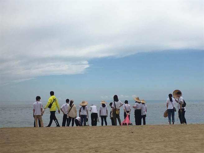靈鷲山淨灘、養灘、護灘、淨沙,持續具體實踐心道法師愛地球理念和志業。(靈鷲山佛教教團提供)