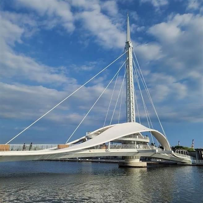 2020年跨年晚會將首度移師大港橋邊的高雄港舉辦。圖/業者提供