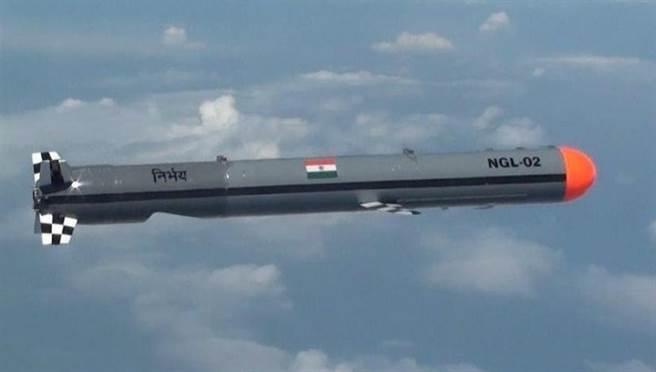 由印度自主開發長達7年、並於近期完成試驗的無畏巡航導彈,首次戰鬥部署就選在中印邊境上,以增加與解放軍對峙的威嚇力量。(圖/DRDO)