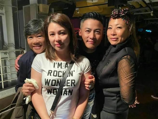 江宏恩的母親(左起)、老婆與姊姊到現場打氣。(江宏恩提供)