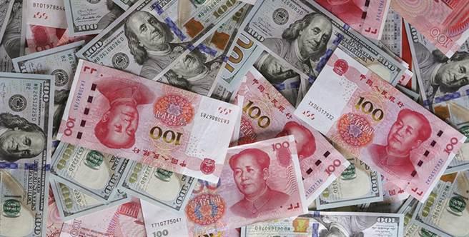 人民幣地位上升仍不足以取代美元,但數位人民幣或有機會改變全球金融體系。(路透資料照片)