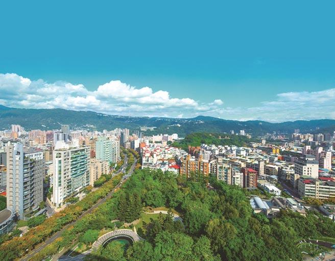 天母忠誠路欒樹大道是台北知名的綠蔭大道之一,也是天母區綠覆最高名宅地段,士林開發新案 「靜安樹語」 一登場就備受市場矚目。圖/業者提供