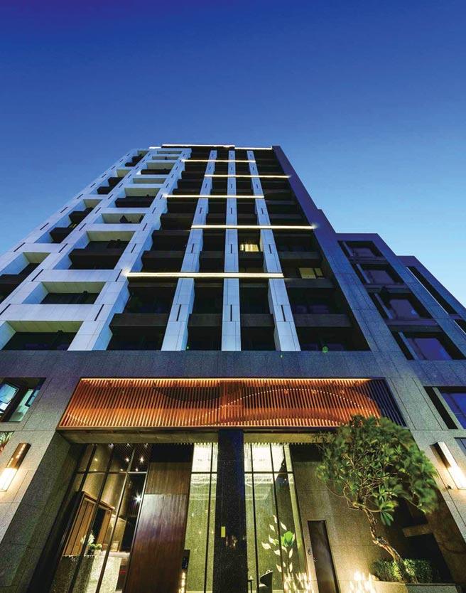 再興中學林蔭第一排「文藝再興」,規劃78-112坪三代融居寓所。圖/業者提供