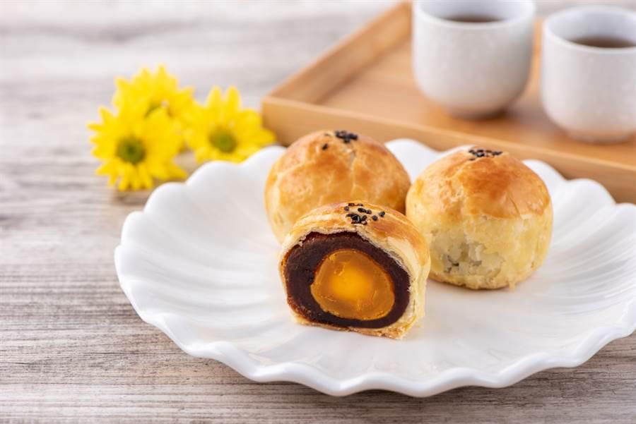 1顆=3碗飯!暴肥月餅魔王是「它」,營養師曝「5秘訣」教你吃不胖。(示意圖/Shutterstock)