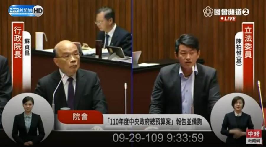 立委陳柏惟(右)問行政院長蘇貞昌飛彈打來要跑去哪?蘇貞昌表示不清楚。(圖/摘自國會頻道直播畫面)