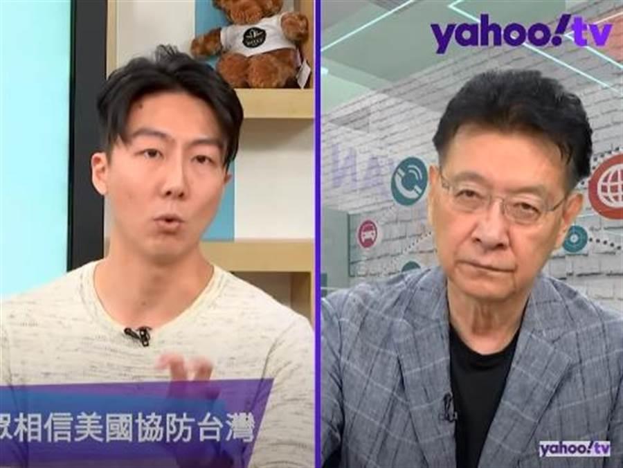前時代力量發言人吳崢(左)、節目主持人趙少康(右)。(圖/翻攝自Yahoo TV政論節目「鄉民來衝康」)
