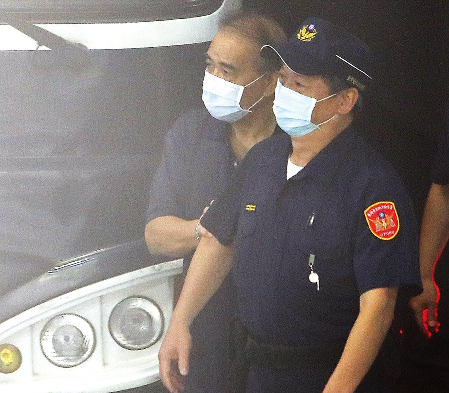 現任立法委員廖國棟(左)確定要在看守所過中秋。(季志翔攝)