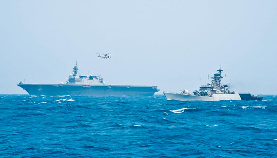 印度海軍26至28日與日本海上自衛隊在北阿拉伯海舉行聯合軍演。(取自印度海軍官網)