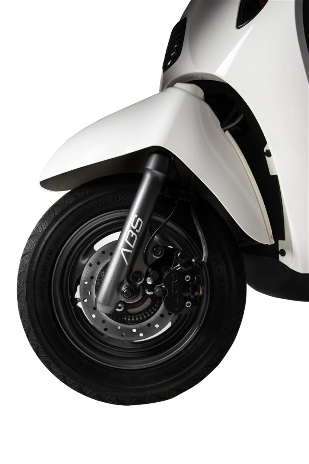 採用七期環保引擎搭配ABS煞車系統