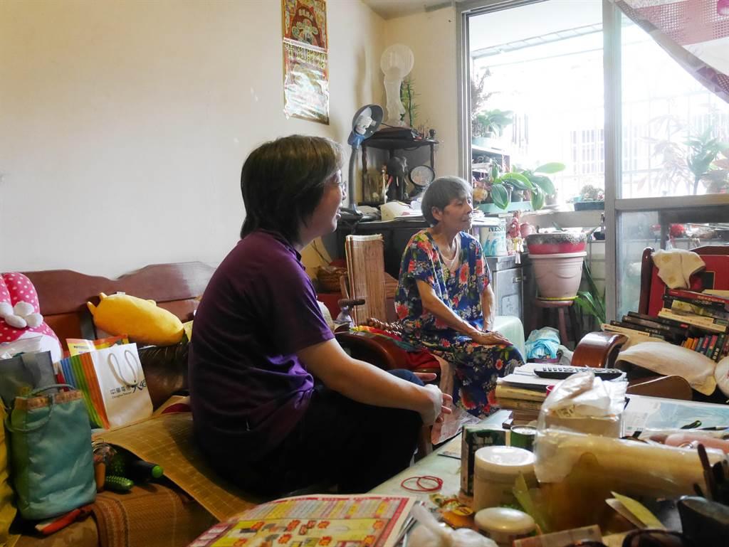 富宇慈善基金會執行長張宇承,親自參與第一天的探訪行程,至獨居老人家中訪視陪伴。(業者提供)