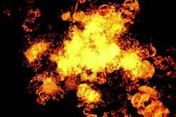 國道3號槽罐車撞高架匝道 氣體槽爆炸起火一死