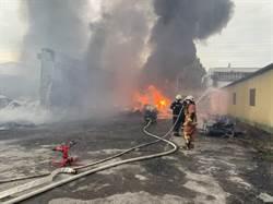 彰化泡棉工廠大火 濃煙連8公里外都看到