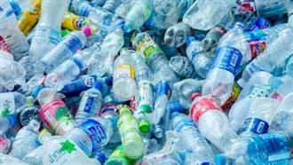 科學家利用分子工程 打造可高效分解塑膠垃圾的酵素