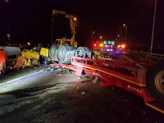 影像驚人!槽車國道墜落20公尺 氫氣爆炸火光沖天