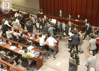 承認留任決定令人不滿 港民主黨主席:議會肢體衝突將持續