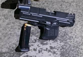 吉安警攻堅洗車廠賭場 發現罕見衝鋒槍