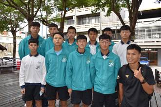 頭份市興華高中足球隊勇奪全國冠軍