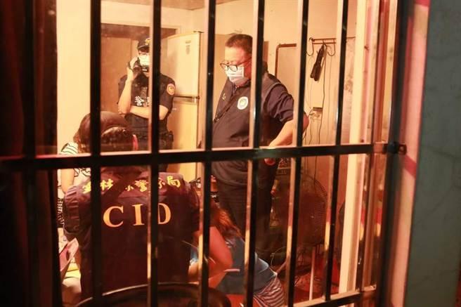 應召也用得來速,警直搗雲林東勢豆干厝逮29名外籍賣淫女。(雲林地檢署提供)