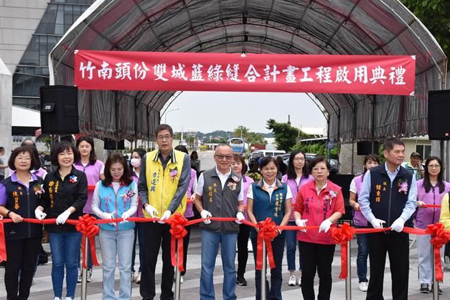苗栗縣長徐耀昌30日主持竹南運動公園改造工程完工啟用典禮。(謝明俊攝)