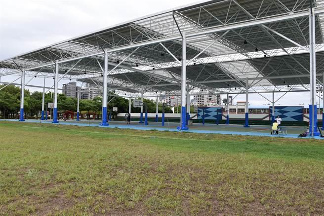 竹南運動公園新設風雨球場。(謝明俊攝)