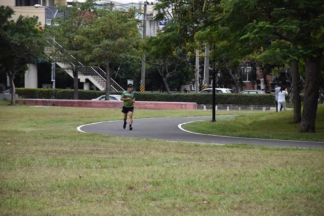 竹南運動公園新完成環園步道。(謝明俊攝)