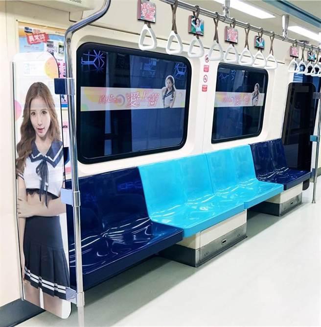 先前有香港粉絲大手筆砸錢幫她包下台北捷運車廂,打造貼滿藍星蕾照片的專車。(圖/IG@amberna_official)