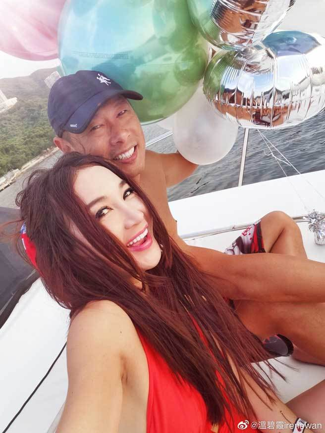 溫碧霞表示嫁給富商何祖光,宛若真人版灰姑娘。(翻攝自溫碧霞微博)