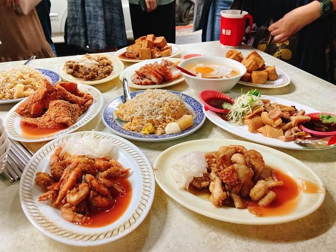 慈聖宮傳統早餐口味簡單樸實,尤其傳承四代的「肉粥」必吃。(圖/邱映慈攝影)