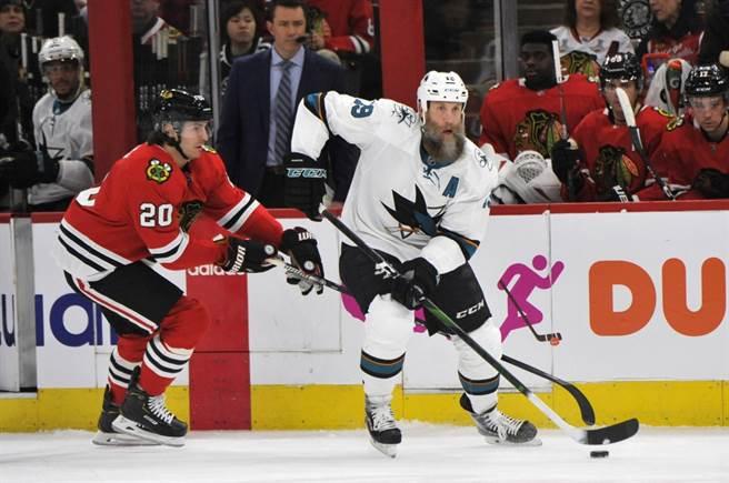 NHL前聖荷西鯊魚明星中鋒索頓(右)被網羅至達佛斯。(美聯社資料照)