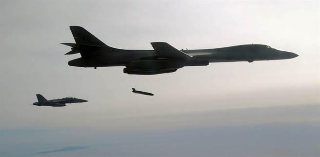 反恐戰爭期間,相當倚重B-1B轟炸機的精準轟炸能力。(圖/美國空軍)