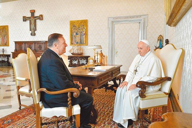 英國衛報報導指出,教宗將以「時間點距離美國大選」太近為由避見蓬佩奧。(路透)