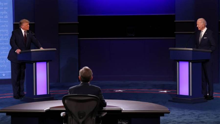 美國總統川普與民主黨候選人拜登舉行首場辯論。(路透)
