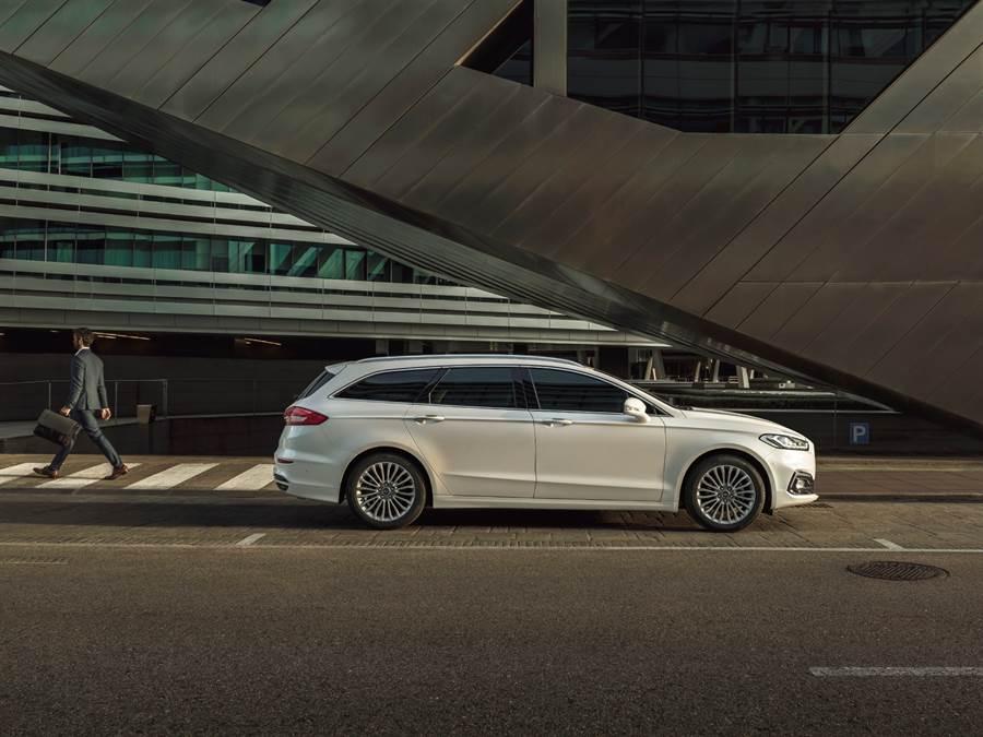 十月入主歐系旗艦Ford Mondeo全車系可享5年原廠保固以及5萬元購車金優惠