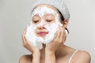 日本美女素顏洗臉 「泡泡整容」秒變半澤直樹