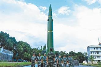 東部戰區練民兵 模擬發射東風-11