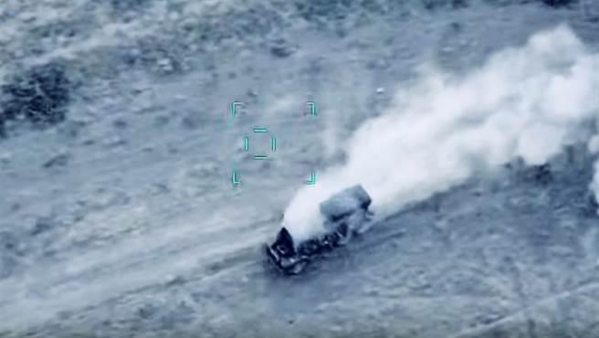 亞塞拜然國防部連日來公布數則瞄準、砲擊亞美尼亞軍方設施的影片。(圖/美聯社、亞塞拜然國防部)