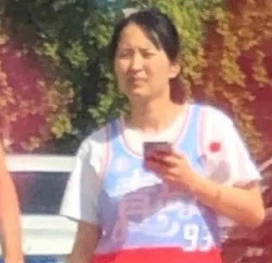 大陸網紅「請給我一個冰淇淋93」,經常分享性感又清純的照片,但日前有網友曝光她的「真面目」,令人跌破眼鏡!(微博@八組兔區娛樂圈)