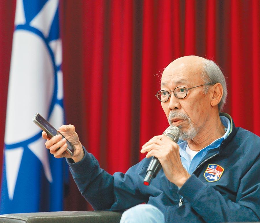 國民黨昨邀請香港藝人、導演「牛頭帆」馮淬帆演講,馮表示不同情香港人。(陳怡誠攝)