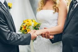 女兒出嫁被女婿牽走 岳父表情逐漸母湯「藏殺氣」網笑翻
