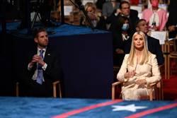 川普家族剉咧等 與確診幕僚同機 看辯論「不戴口罩」畫面曝光