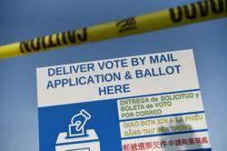 奧步!德州共和黨籍州長下令每郡只能一個通訊投票站