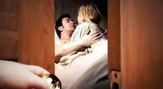不顧朋友睡旁邊 男硬上少女 父開房門見3人這幕氣炸