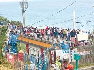 遊客湧入台東 多良車站擠爆