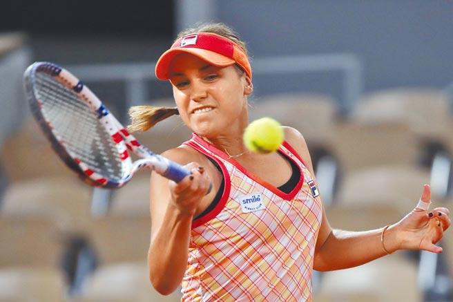 今年澳網女單冠軍柯寧後來居上,挺進法網女單第3輪。(美聯社)